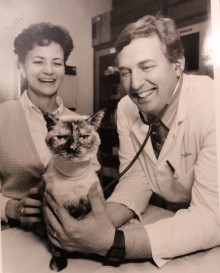 Dr. Gary Ellison with first cat to receive kidney transplant at UF.